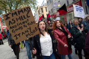 Charlotte Church lors de la manifestation anti-tories le 16 mai à Cardiff