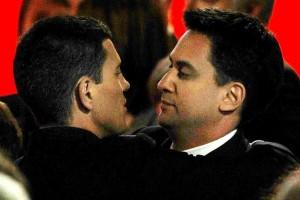 David et Ed Miliband, le plus à droite n'est pas celui que l'on croit