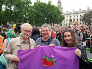 Jeremy Corbyn et des manifestants solidaires de Syriza
