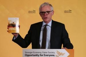 Ancien ministre du gouvernement Cameron, Norman Lamb a représenté l'aile droite dans le leadership lib-dem