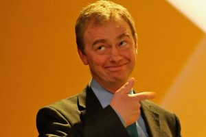 Le nouveau leader lib-dem, Tim Farron, indique la sortie à ses concurrents