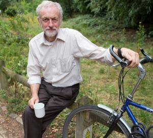 Jeremy Corbyn cycliste et végétarien