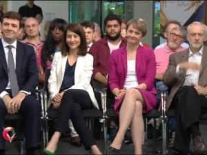Liz Kendall et Yvette Cooper (au centre) ne participeront pas au shadow cabinet de Corbyn