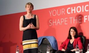 Entre les deux concurrentes à la direction du Labour, les rapports sont froids
