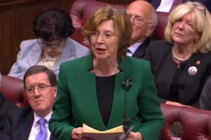 la baronne Hollis a mené l'assaut au nom du Labour