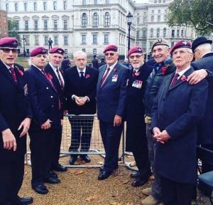 Corbyn avec les vétérans de la 2e guerre mondiale