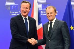 """Président du Conseil européen, Donald Tusk (droite) juge les demandes de Cameron """"problématiques""""."""