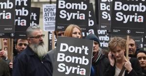 Le jour même du vote, les manifestants s'opposaient à la guerre