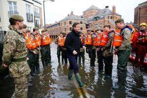 David Cameron visite York après les inondations