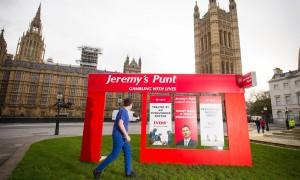 Jeremy Hunt joue avec la vie