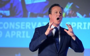 """""""Au secours"""", semble crier David Cameron lors du forum tory de printemps"""