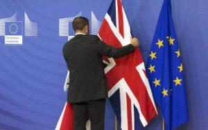 Les sondages donnent une légère avance au camp du Brexit