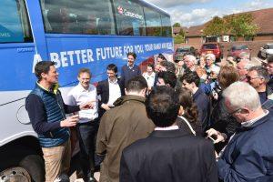 Le bus de campagne au coeur des soupçons