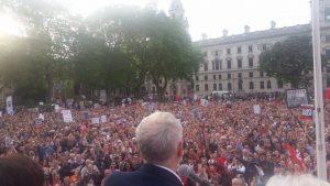 Corbyn prend la parole à Parliament square
