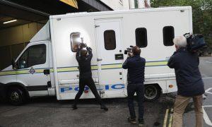 Le fourgon de police dans lequel Mair aurait été amené au tribunal