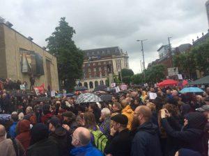 A Leeds, le rassemblement a eu lieu malgré la pluie