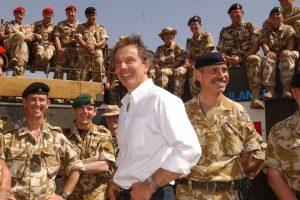Tony Blair avec les troupes britanniques en Irak