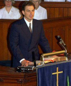 Tony Blair lors d'un office religieux