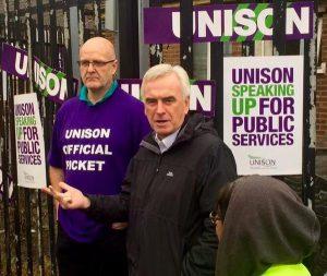 John McDonnell sur un piquet de grève