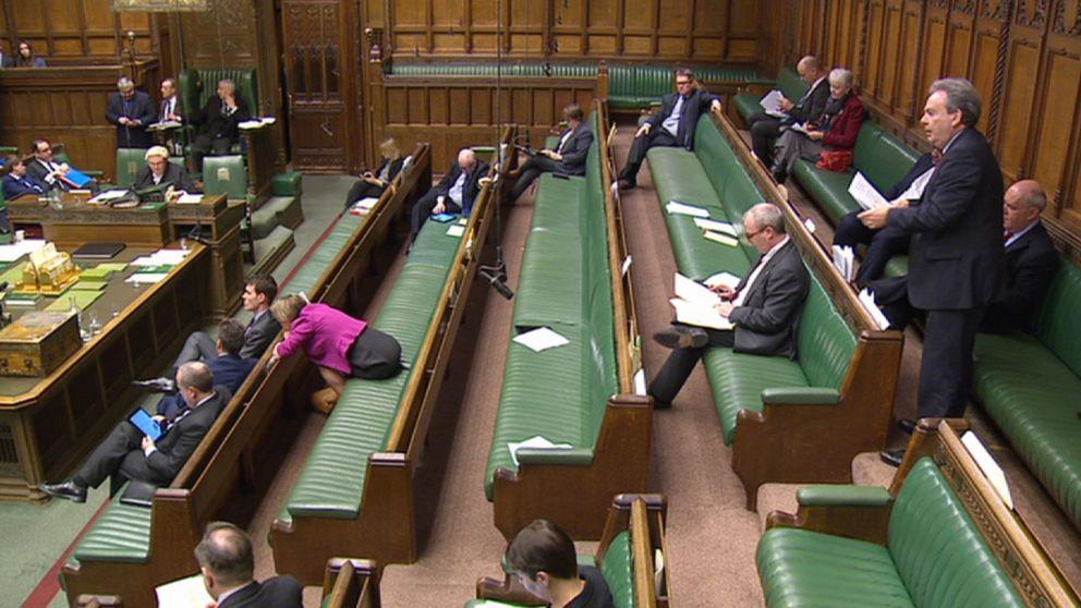 Renferm sur lui m me le parti travailliste regarde for Chambre de communes